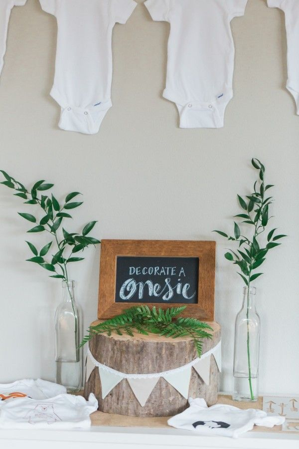 We love this onesie decorating station at /hrjevents/ baby shower.