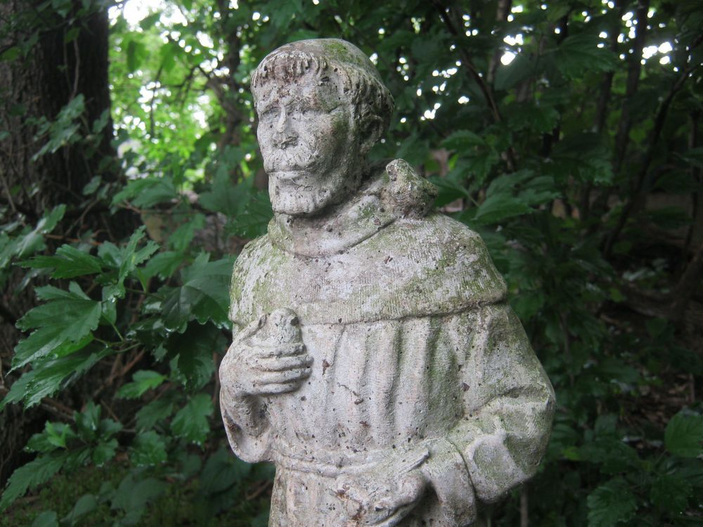 Old Garden Statue: BEAUTIFUL OLD ST. FRANCIS OF ASSISI/BIRDS VINTAGE CEMENT