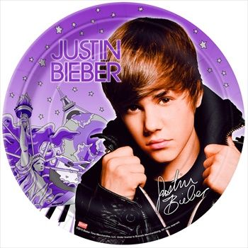 Become the diva of the birthday party by having Justin Bieber party favors.