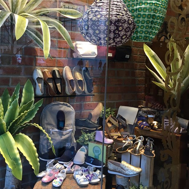 Spring is in the air! #springfashion #windows #newarrivals #shopeslavida #wherepamperedsolesgo #eslavidany