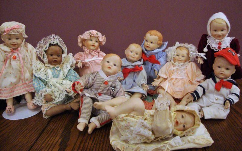 Детский сад - ясельная группа от художника Yolanda Belle.Цена включает доставку. / Фарфоровые куклы / Шопик. Продать купить куклу / Бэйбики. Куклы фото. Одежда для кукол