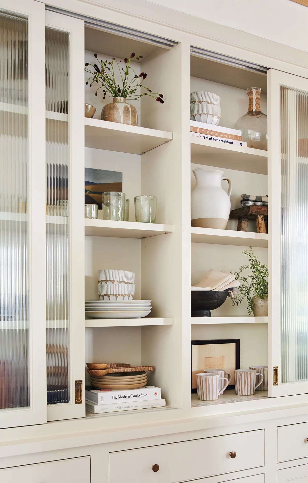 Photo of The Best Decor For Built-In Cabinetry