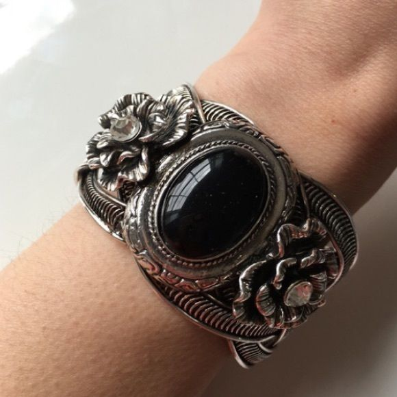 🎉HP🎉Beautiful Bangle Cuff Beautifully detailed bangle cuff w/ black gem and roses. Silver plated base metals. T&J Designs Jewelry Bracelets