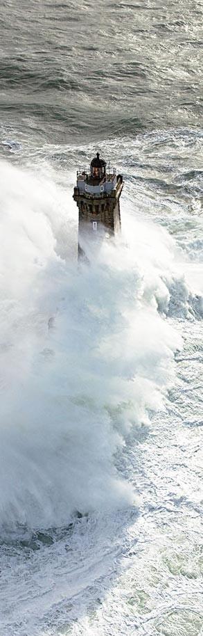 Photo sur toile Coup de vent sur le phare de la Vieille - Finistère ...