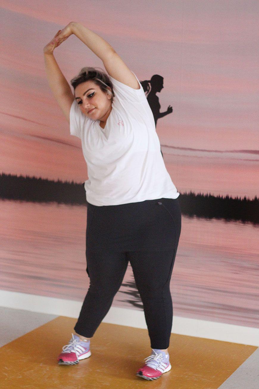 3bbb7011810f Procurando roupas de ginástica plus size? Olha só esse conjunto com legging  tapa bumbum e top ultra confortável! Vem ver onde comprar e outras opções