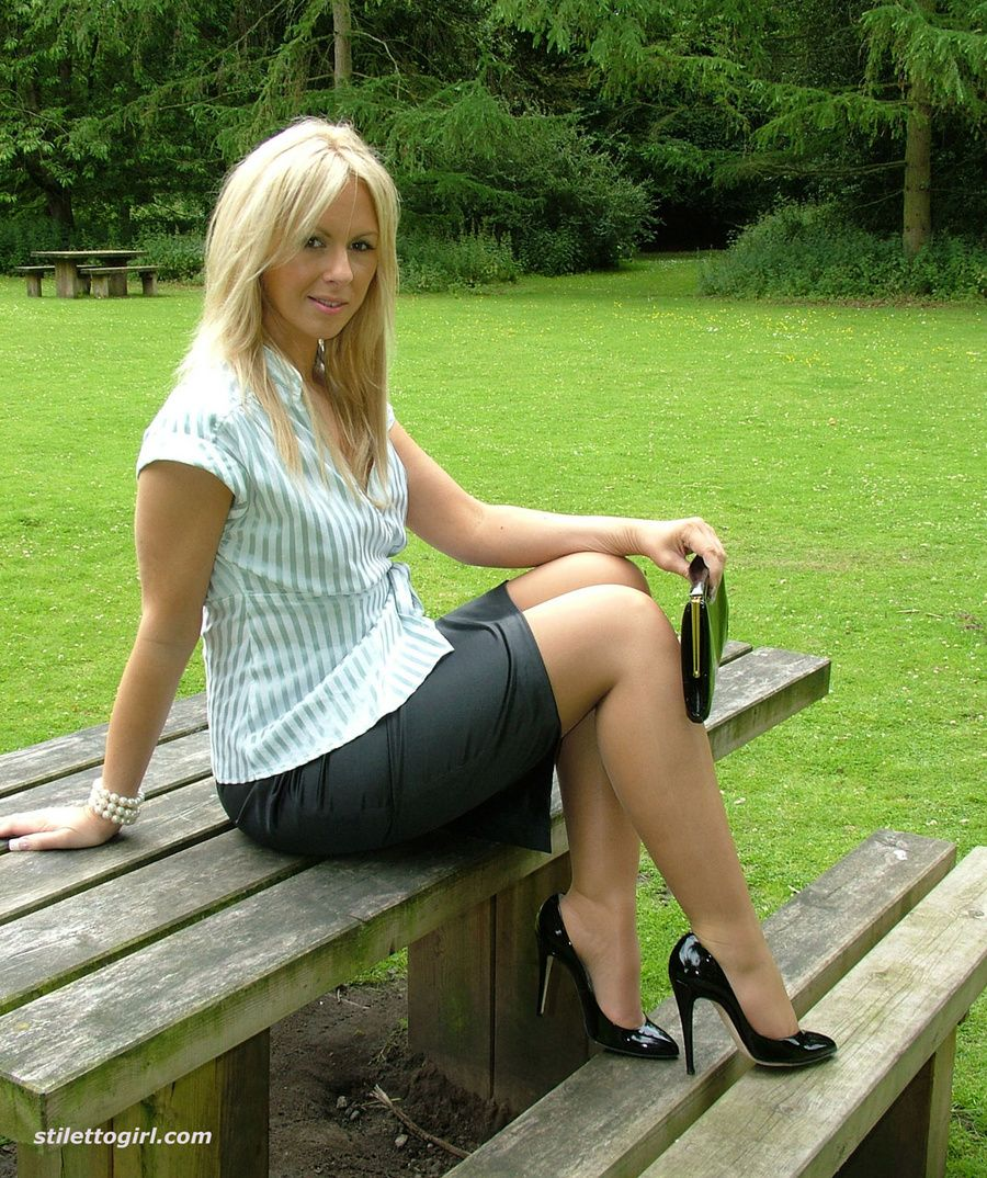 Hot Blond MILF: Who is She?