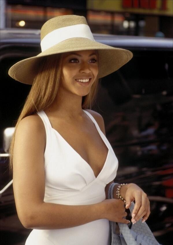 Pin By Shakirah Graham On Beyonce Beyonce Outfits Beyonce Bikini Beyonce Style