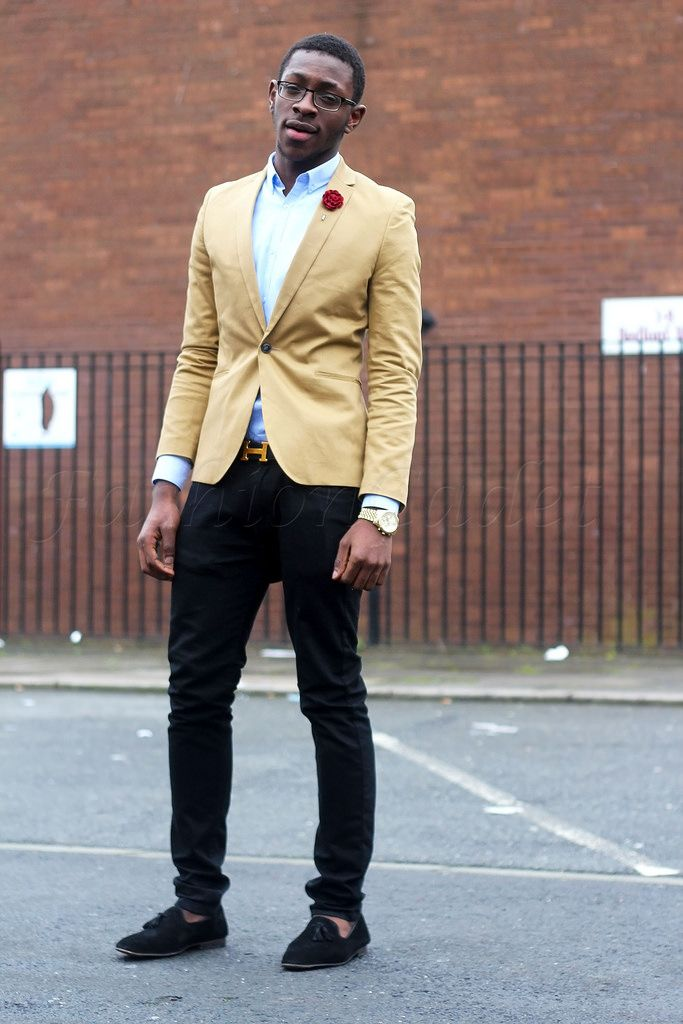 Is it possible to wear a black blazer with khaki pants?