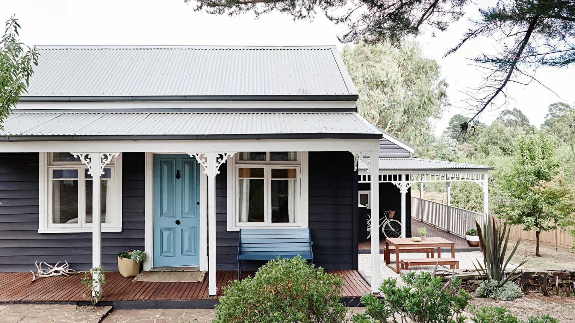 Daylesford cottage victoria exterior colour scheme for Country cottage homes designs australia