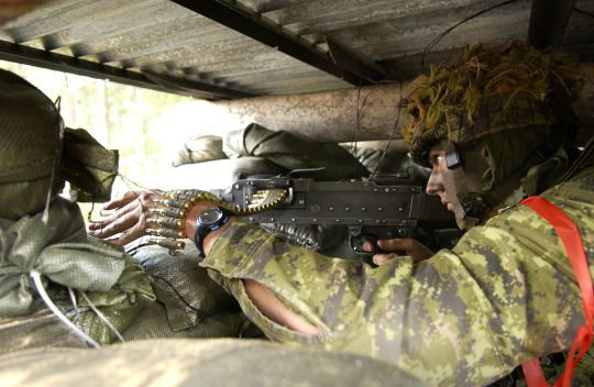 Canadian Army soldiers with Echo Company, 32nd Light Infantry Battalion keeping lookout for enemy positions during a bridge assault during Exercise Stalwart Guardian. August 22, 2005.