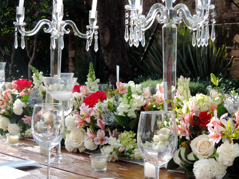 Candelabros centros de mesa elegante hortensias for Mesa de navidad elegante