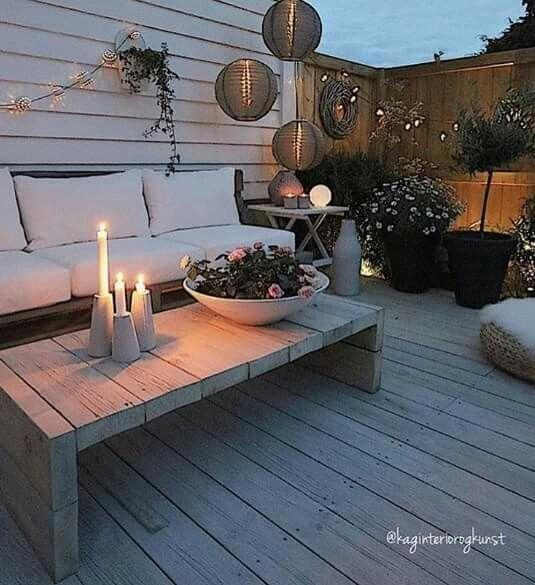sommer lounge mit vielen warmen holz elementen repinned by hosenschnecke patio. Black Bedroom Furniture Sets. Home Design Ideas