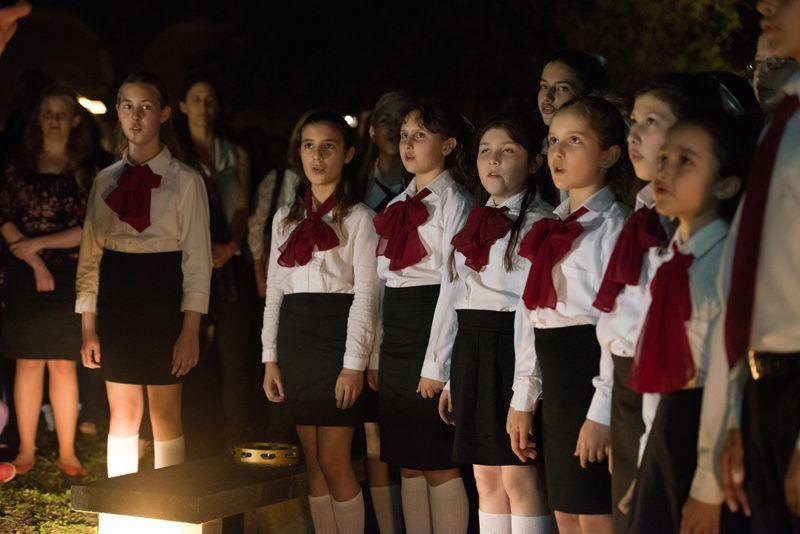 Apertura al Público, Coro de Niños del Colón