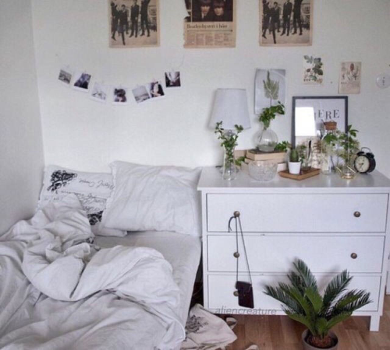 Aesthetic Grey And White Bedroom Tumblr
