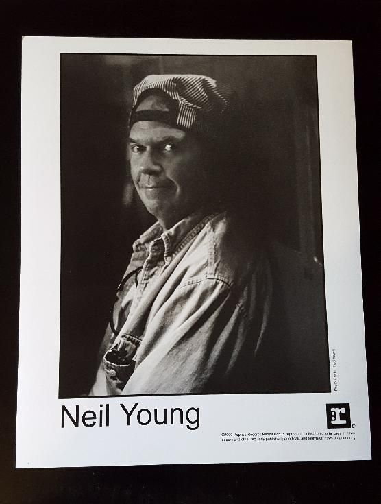 Neil Young Original Us 2000 Promo Only 8x10 Photo 61405 9 99 Vinyl Frontier Music Rare Records Cds Posters Memorabilia Long May You Run Rare