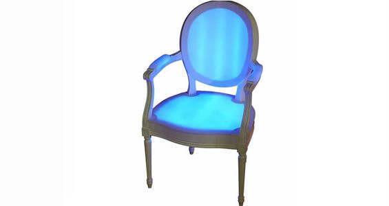 Le fauteuil lumineux Léon est une superbe création rappelant le design du mobilier de l'époque des rois de France. Philippe Boulet mêle ainsi le style ancien avec la technologie moderne