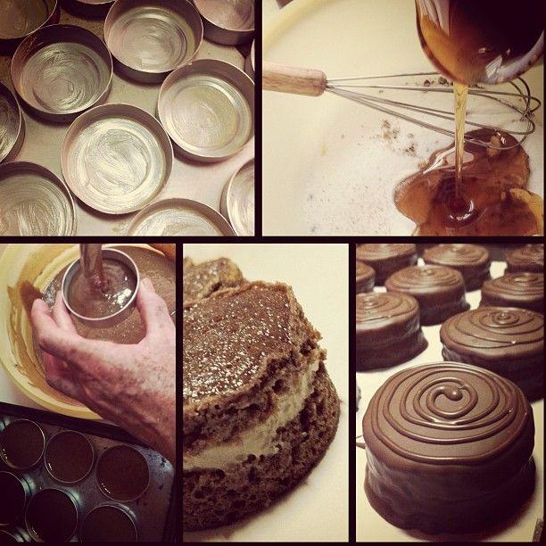 Algumas etapas da produção de um pão de mel @ Candy Gift #chocolate #honey #cake