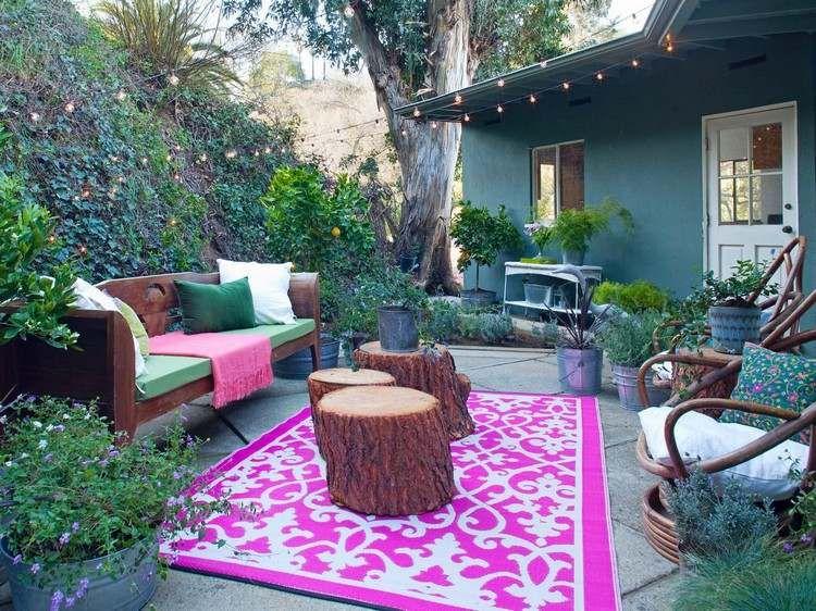 Steinplatten Für Terrassenbodenbelag Und Bunter Outdoor Teppich ... Tisch Fur Balkon Outdoor Bereich