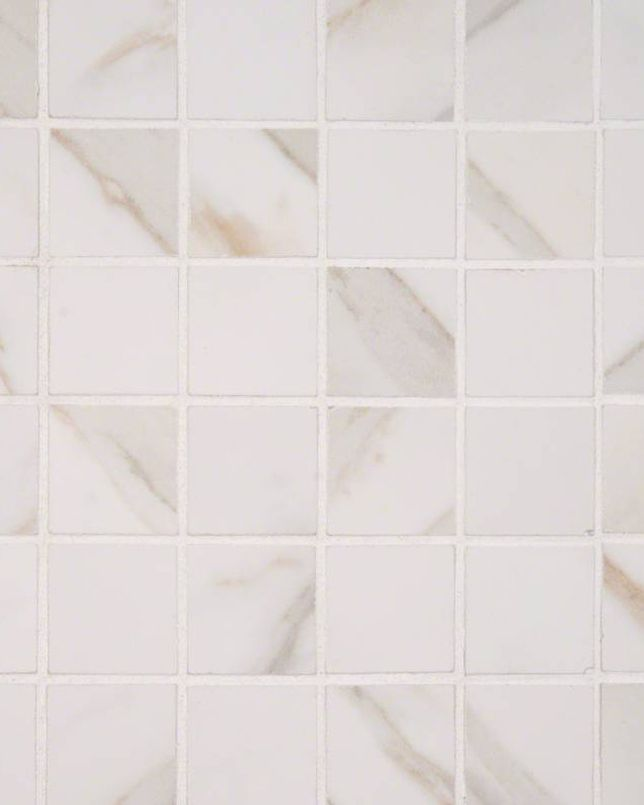 Our Pietra Calacatta Porcelain Mosaic Tile Combines Dazzling Alabaster White Soft Gray And Hints Of Gold In An Elegant Ethereal Look That Is Evocativ Tekstury