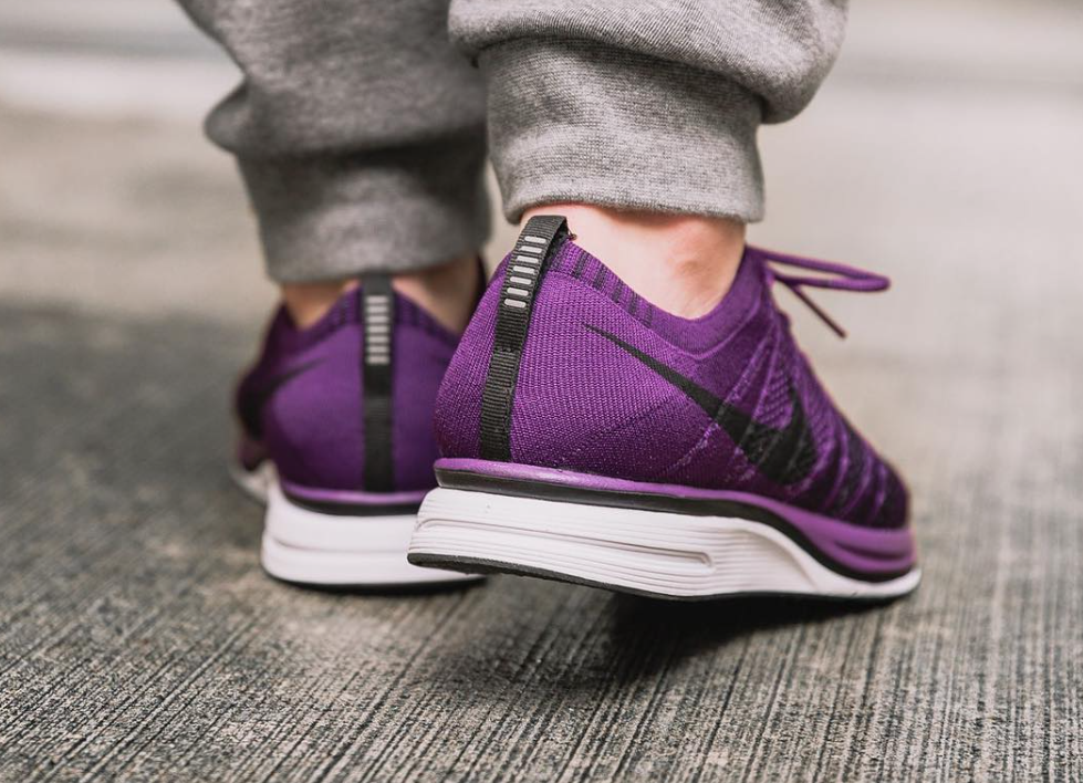 extraño Porcentaje Susteen  This Flyknit Trainer comes covered in a Night Purple colourway that  features a soft and lightweight Flyknit coveri… | Flyknit trainer, Nike  flyknit trainer, Flyknit