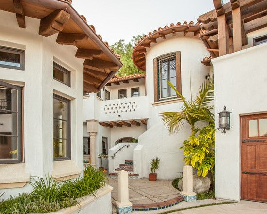 Charming spanish house in classic design gorgeous las for Classic mediterranean house