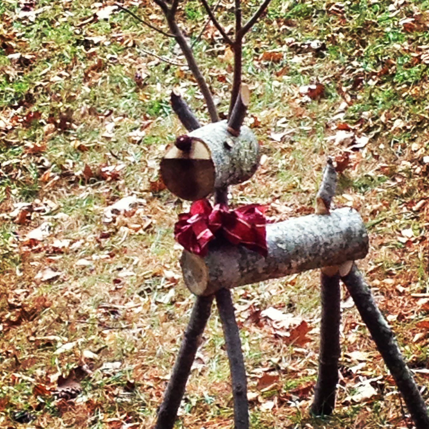 Cute Log Reindeer Mountain House Holiday Ideas
