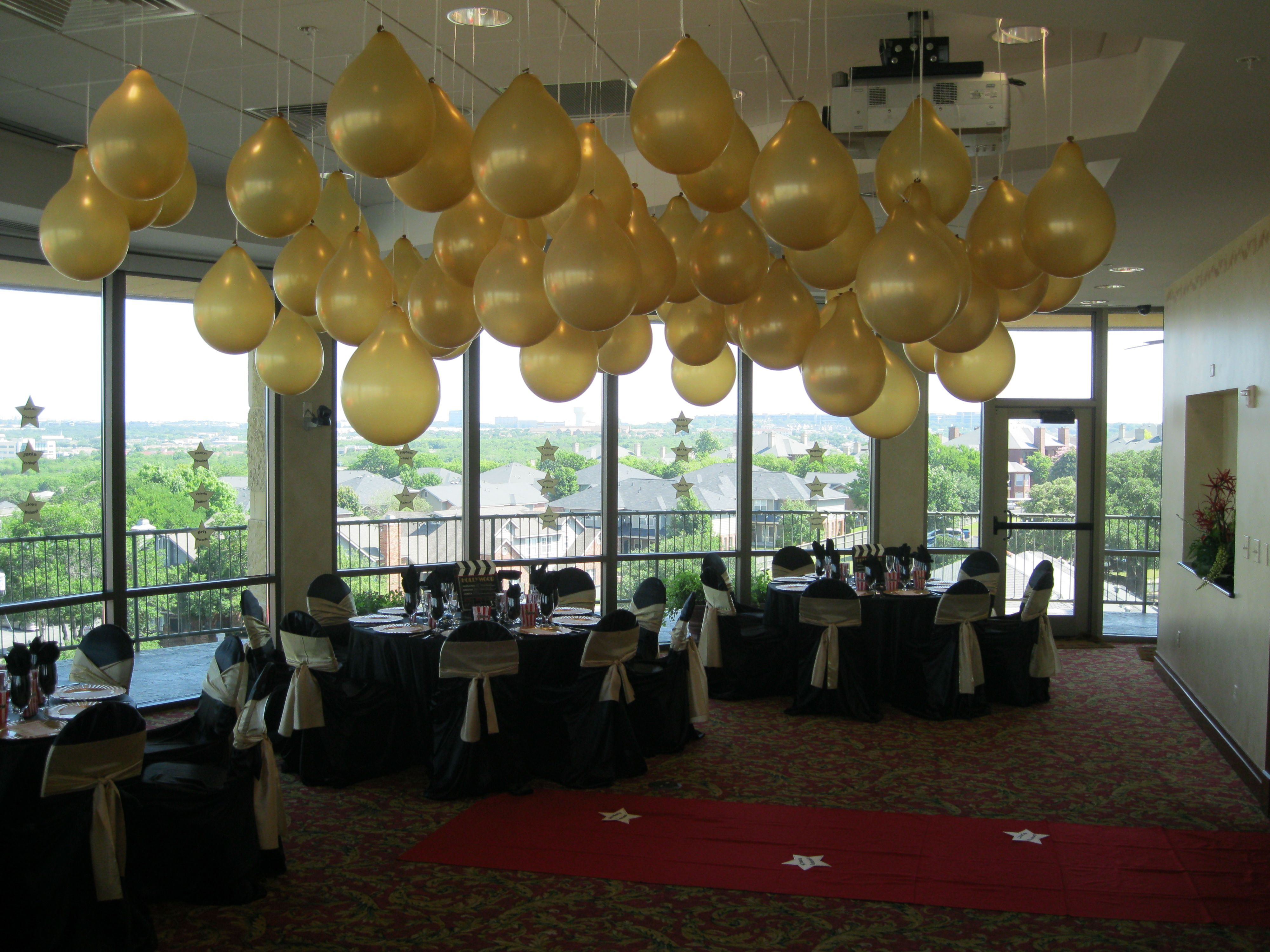"Hollywood Themed Party With ""champagne Bubbles"" Design"