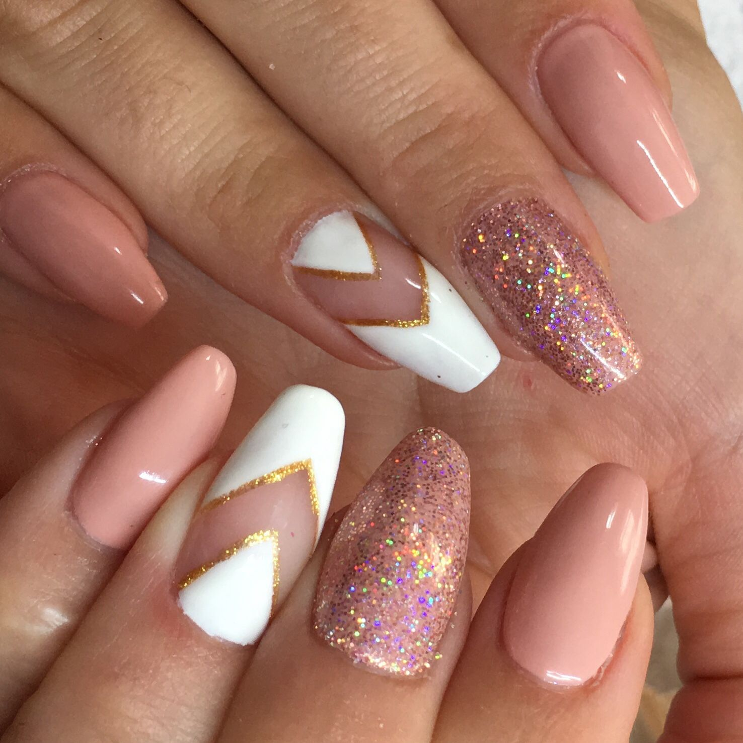 Sparkles Lines And Natural Colours Make This Gelish Polygel Extension Set Pop Perfect For The Understated Sparkly Autumn Look Nai Nails Manicure Nail Art