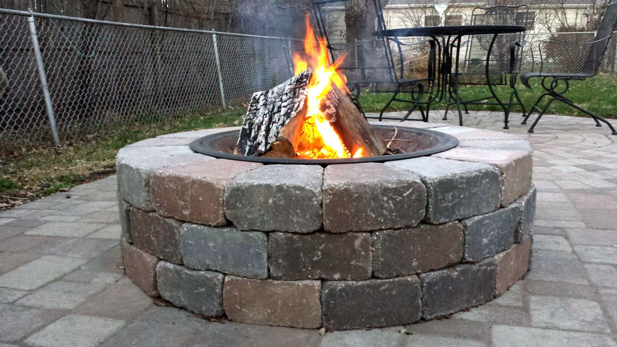 Round Diy Fire Pit With Fire Ring Dakota Tapered Stone Blocks J N