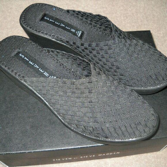 STEVE MADDEN MULES/CLOGS Comfy Slide on Shoes!! Steve Madden Shoes Mules & Clogs
