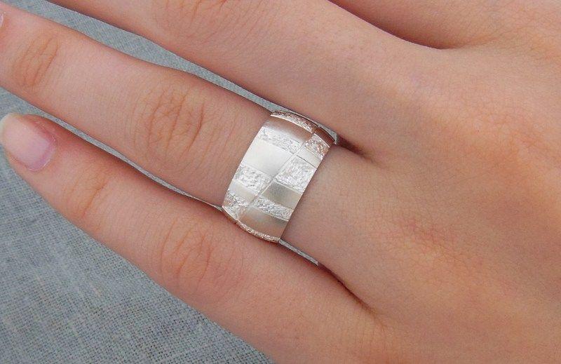 breiter, Silberring mit schönem Muster  von Schmuck-Batih auf DaWanda.com
