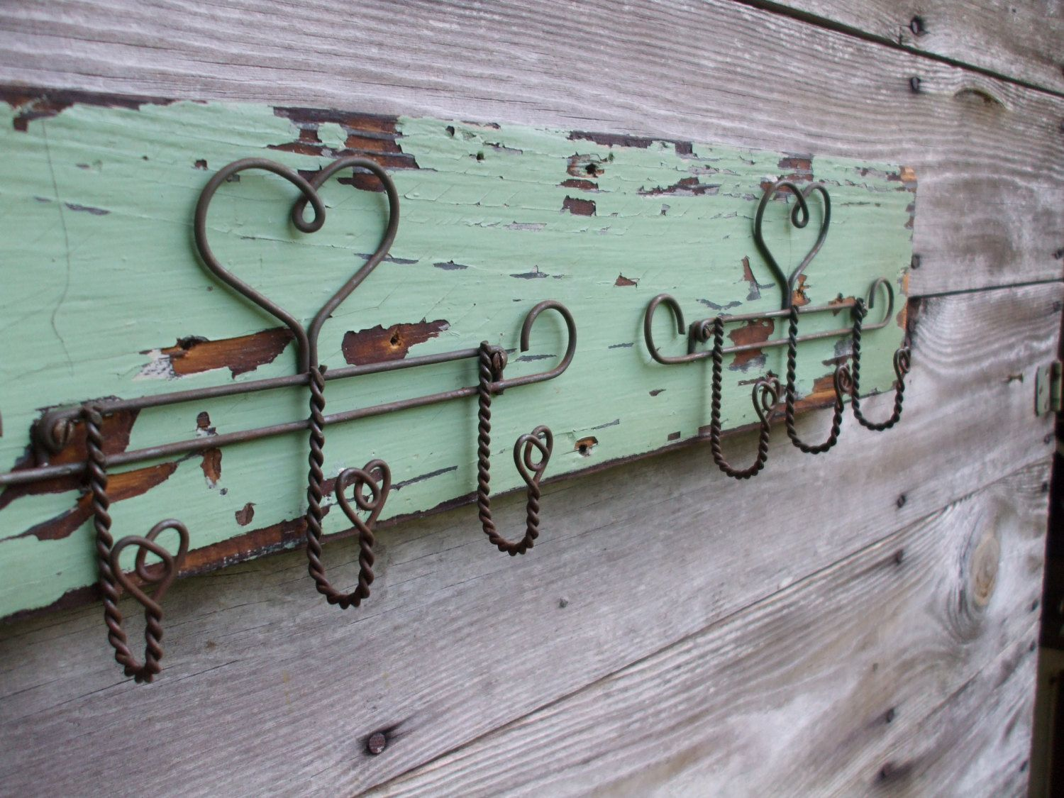 Vintage Wire Heart Jewelry Holder Wall Hanging on Green Chippy Wood ...