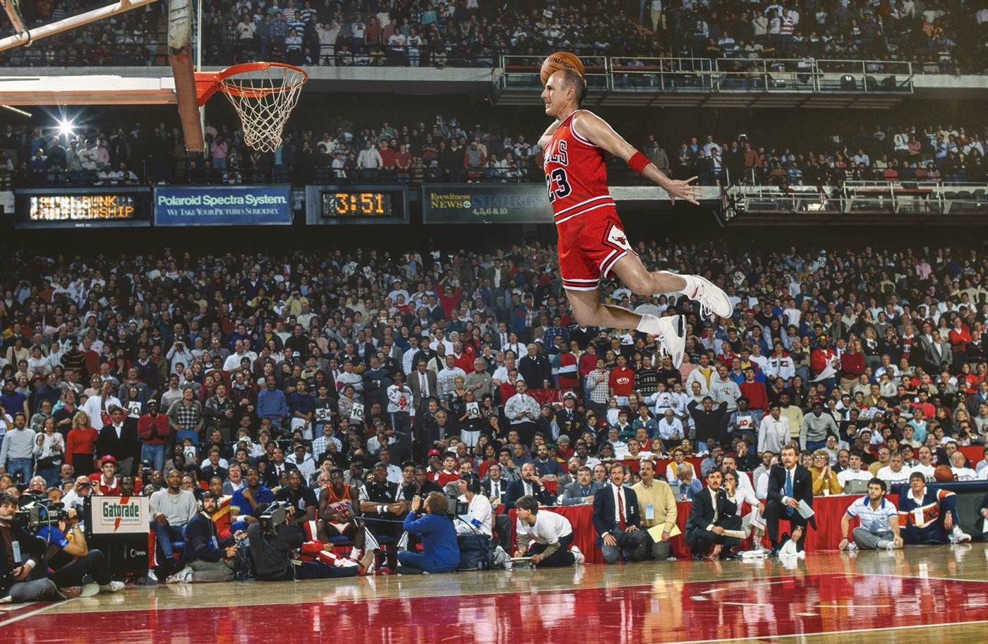caricia Mecánicamente Interpretativo  Air Lauer: Matt recreates Michael Jordan's dunking pic | Michael jordan  basketball, Michael jordan pictures, Nba slam dunk contest