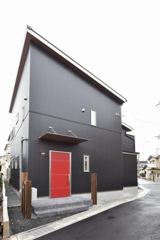 赤いドアの和モダンのお家 新築一戸建て 完成写真集 兵庫 基住 赤い