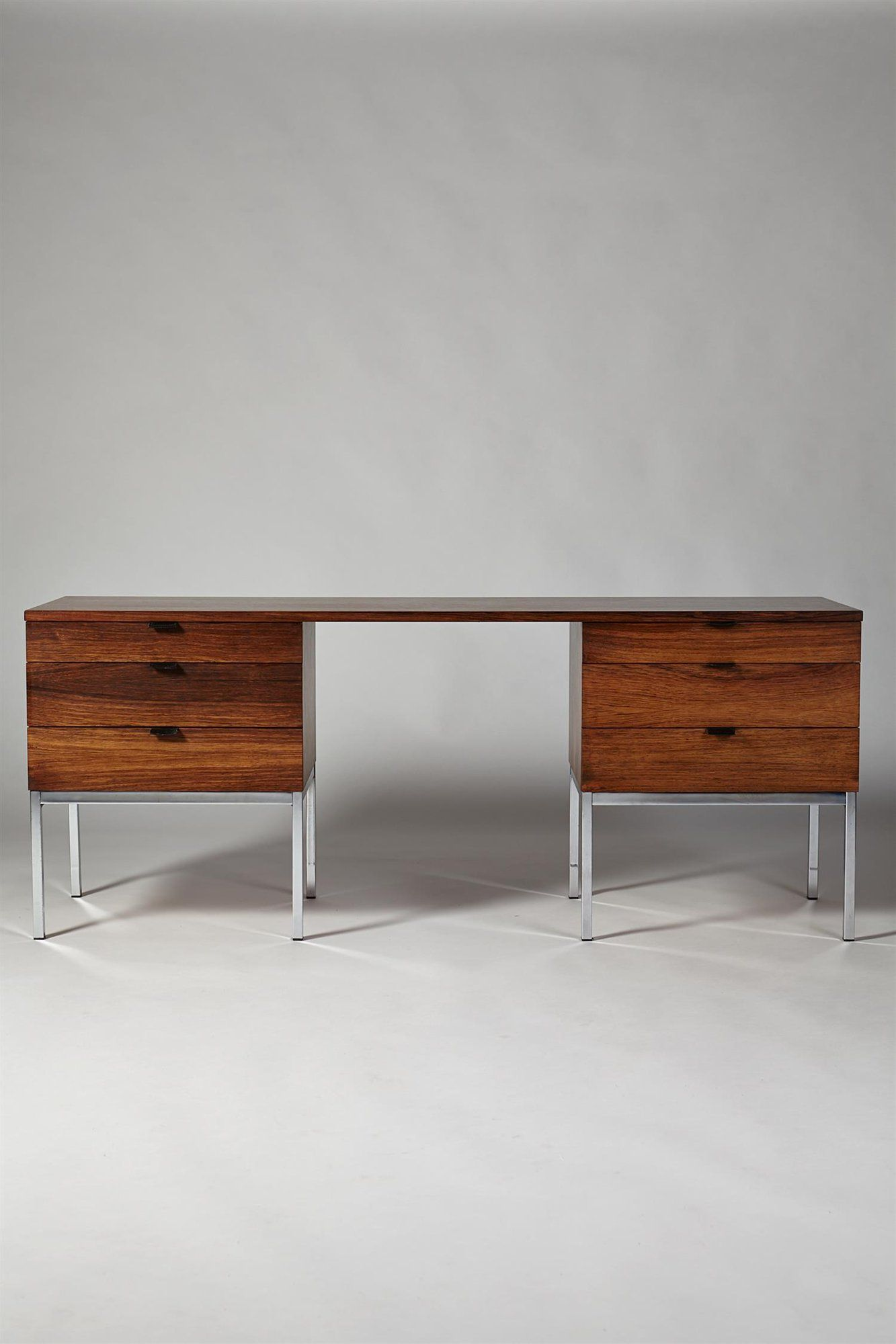 Florence Knoll For Knoll International Rosewood Chromed Steel Desk With Leather Drawer Pulls 1960s Vintage 1960s Home Mobilier Design Bureau