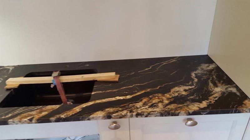 Diese #Granit #Arbeitsplatte passt einfach perfekt in der Küche - küchen mit granit arbeitsplatten