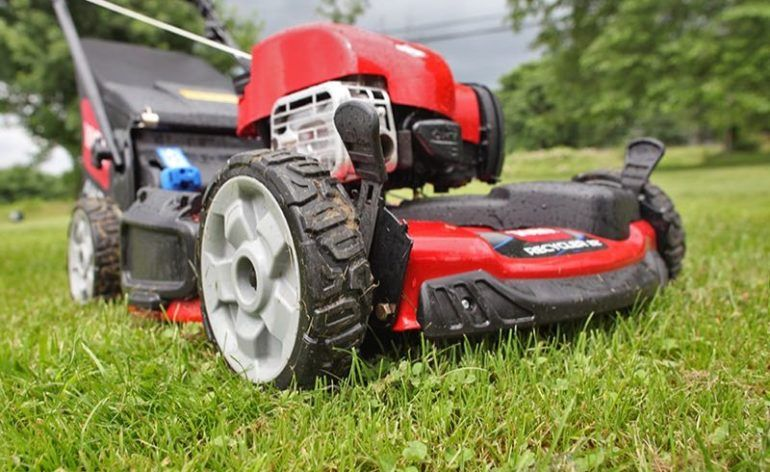 """Toro 22"""" Personal Pace Recycler Lawn Mower Review 