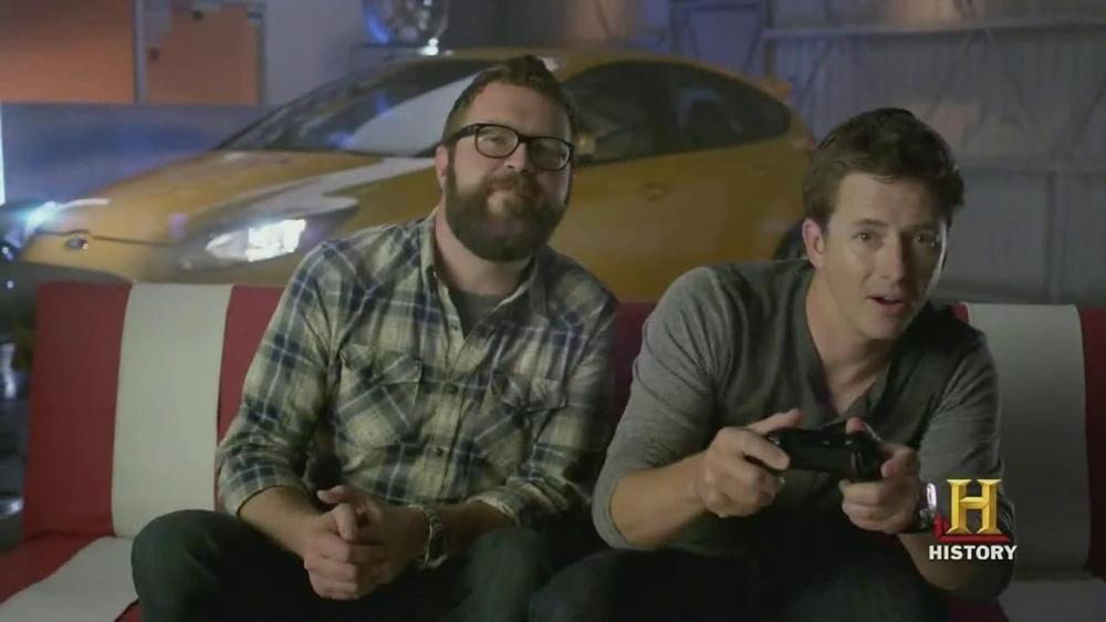 tanner jugando con su amigo carreras