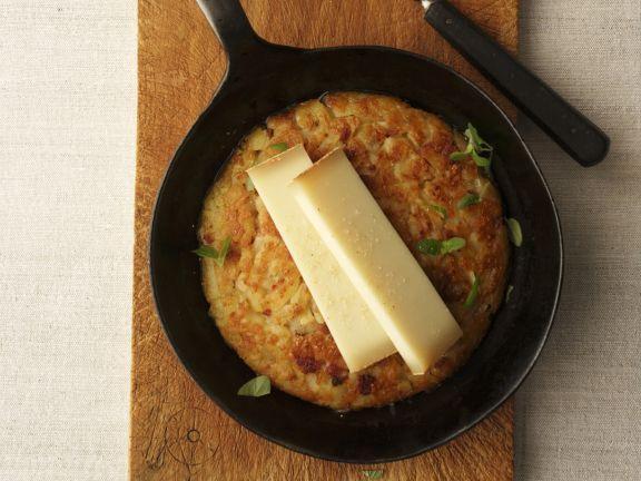 Rösti mit Gruyere-Käse ist ein Rezept mit frischen Zutaten aus der Kategorie Wurzelgemüse. Probieren Sie dieses und weitere Rezepte von EAT SMARTER!