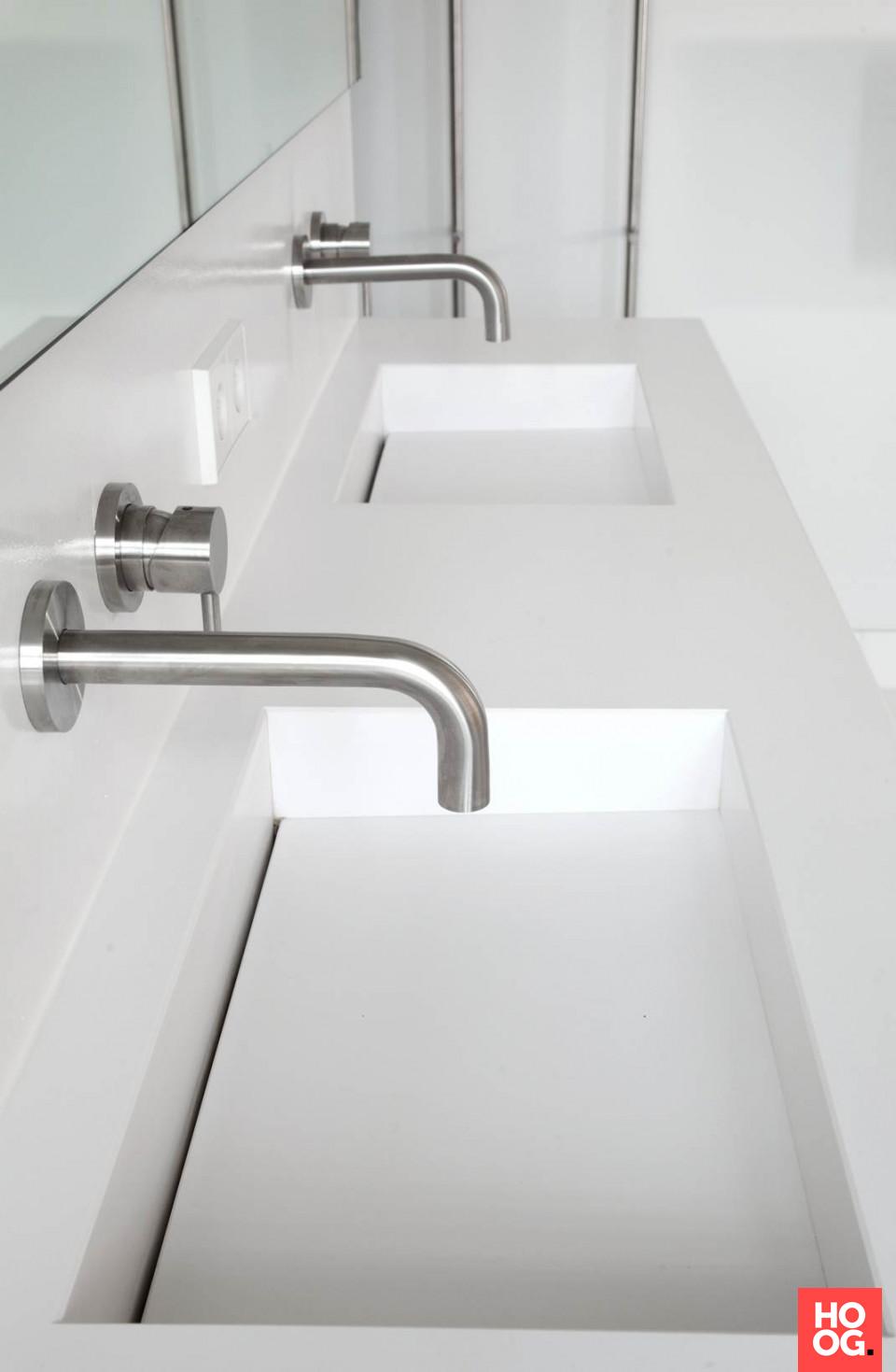Design badkamermeubel met dubbele wasbak   badkamer ideeën ...