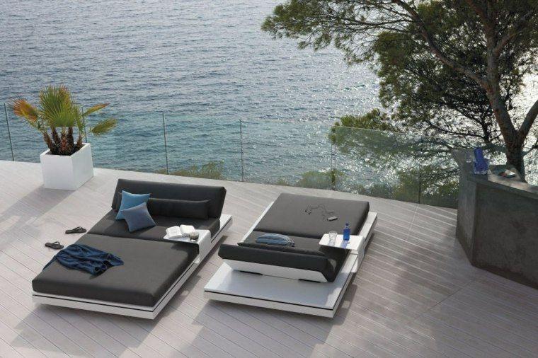 Deux Lit Type Chaise Longue Du0027extérieur Très Confortables, Collection  Elements Par Manutti