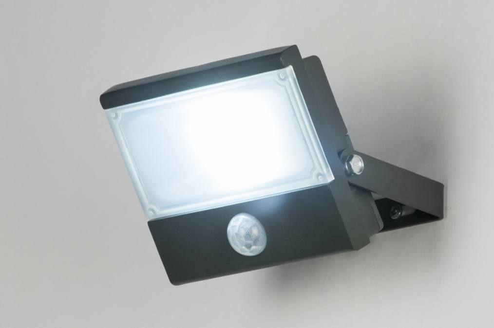 Artikel 10953 Degelijke buitenlamp / breedstraler voorzien van led ...