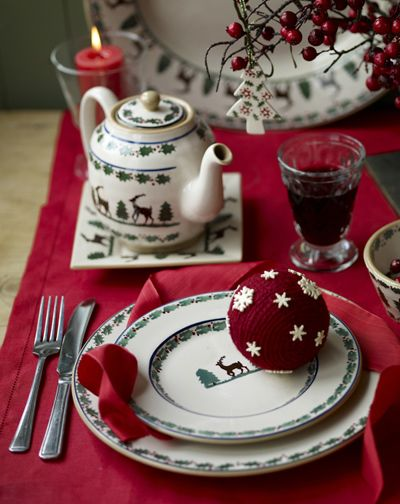 Nicholas Mosse Reinder Pattern Handmade Decorated In Co Kilkenny Ireland With Images Christmas Dishes Christmas China Patterns Christmas China