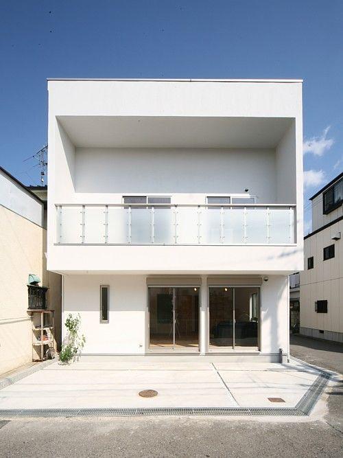 箱型バルコニーのシンプルモダンデザイン住宅施行例 キューブ型