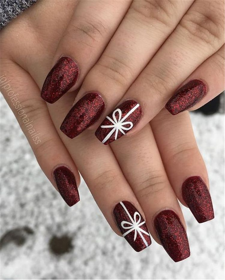 Gorgeous Burgundy Nail Color With Designs For The Coming Valentine S Day Burgundy Nail Burgun In 2020 Christmas Gel Nails Cute Christmas Nails Christmas Nail Designs