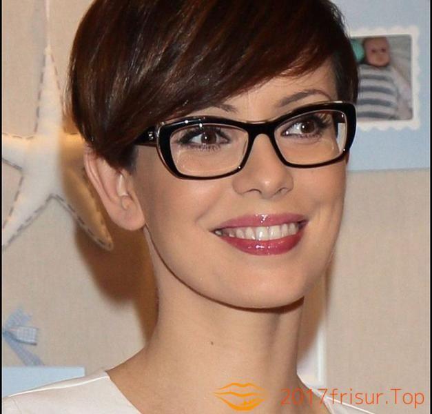 Kurzhaarfrisuren Damen Mit Brille Mit Pony Haarschnitte Und