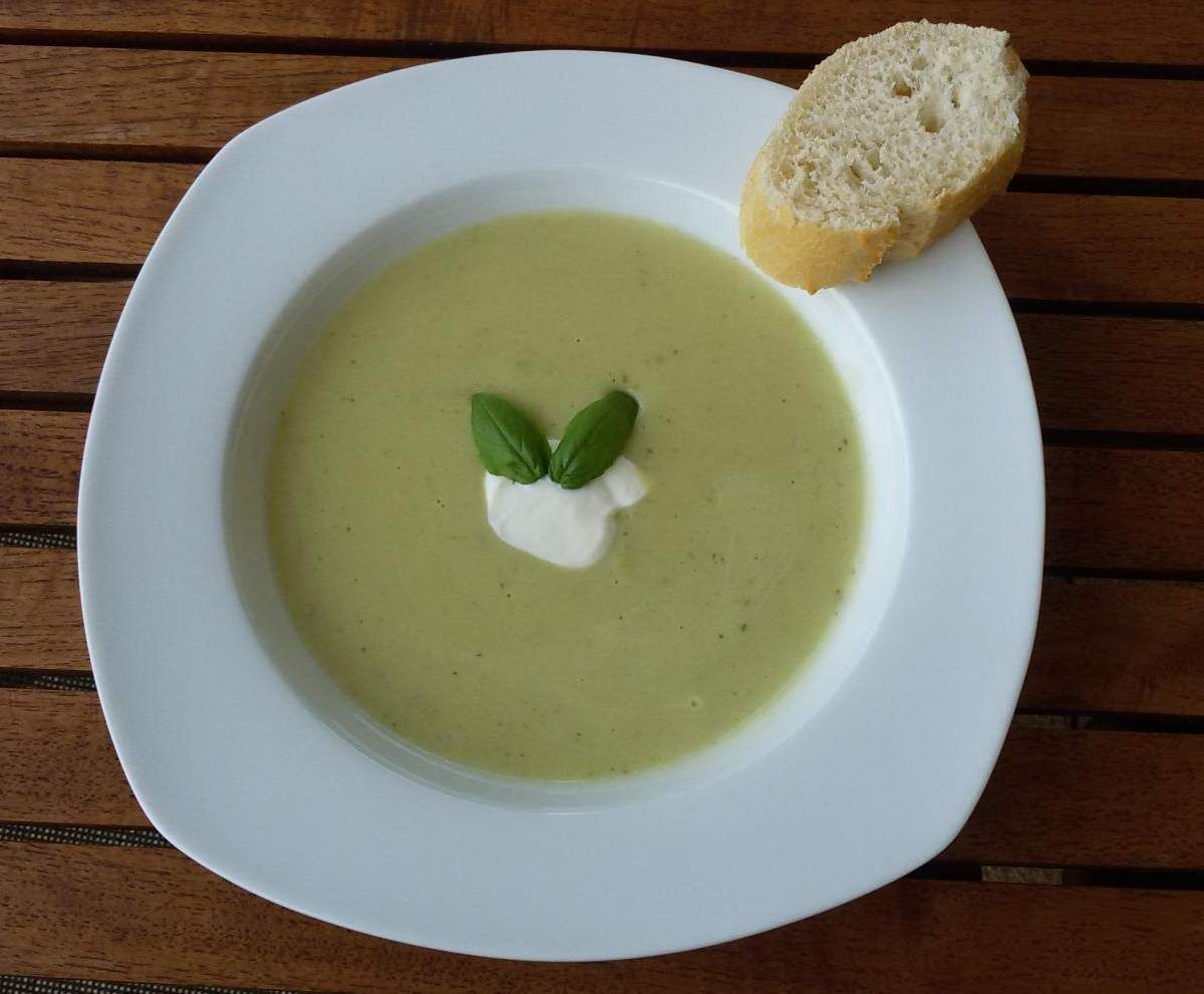 zucchini suppe mit schmelzk se einfach und schnell rdt rezept thermomix suppen. Black Bedroom Furniture Sets. Home Design Ideas