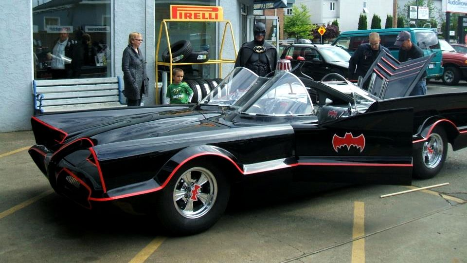 Tara ra ra ra ra ra ra Ta ra ra ra RA ra ra - BATMAN!!!! The 'Lamborghini Batman' Just Got A Real Batmobile To Visit Sick Kids Across The Country