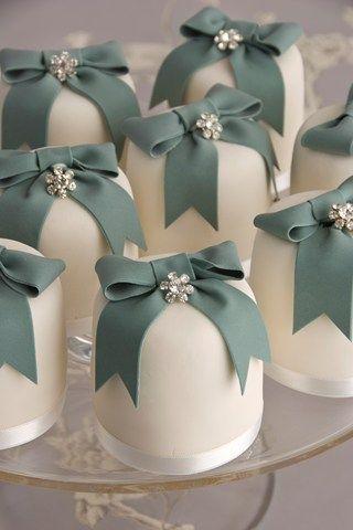 Small wedding cakes | You & Your Wedding