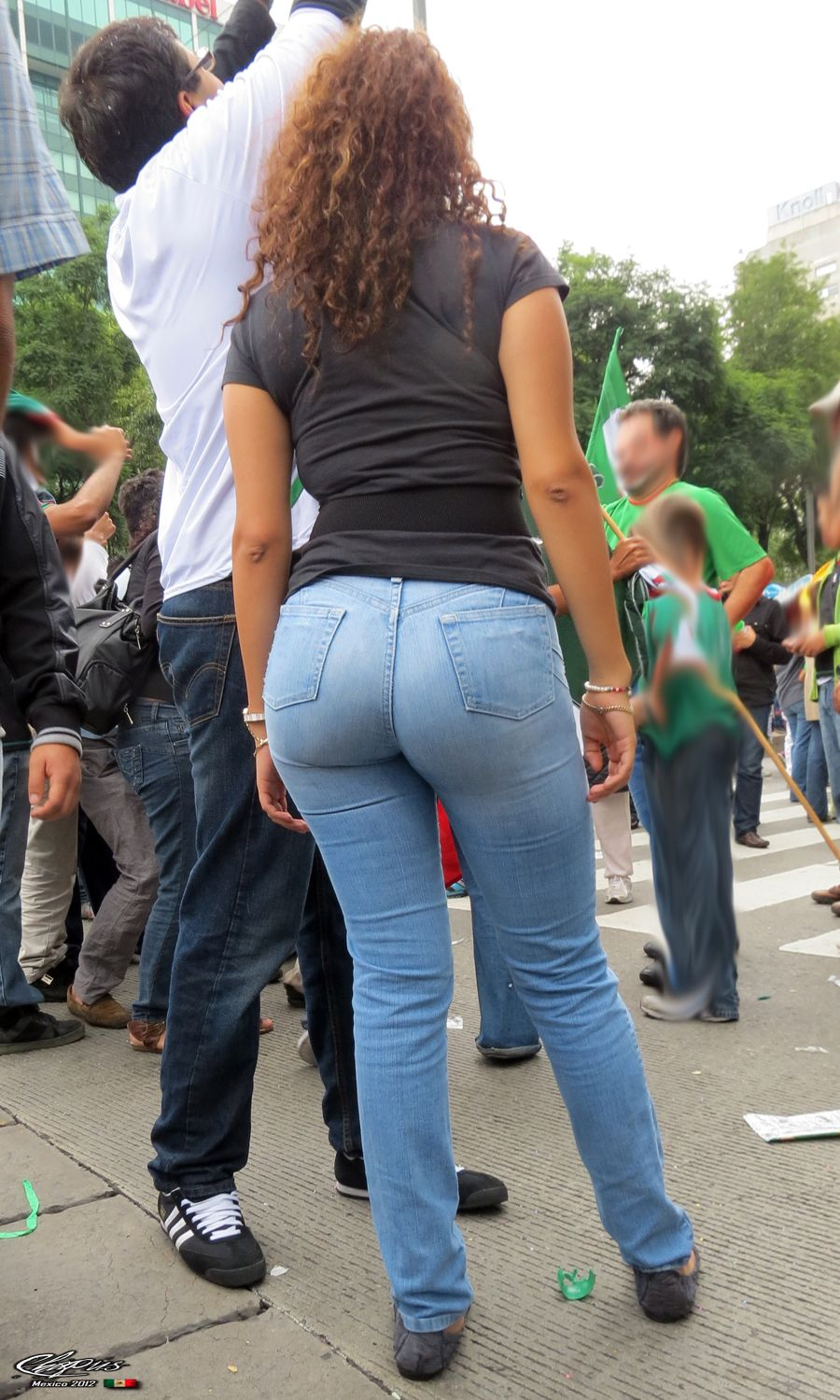 Candid voyeur milf in tight jean shorts